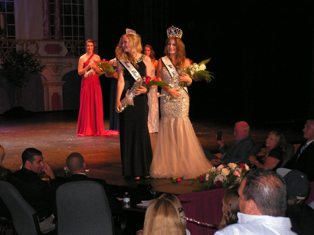 Miss Teen Big Bear Brandy Murphy (L) and Miss Big Bear Marcella Pfiefer enjoy the spotlight.